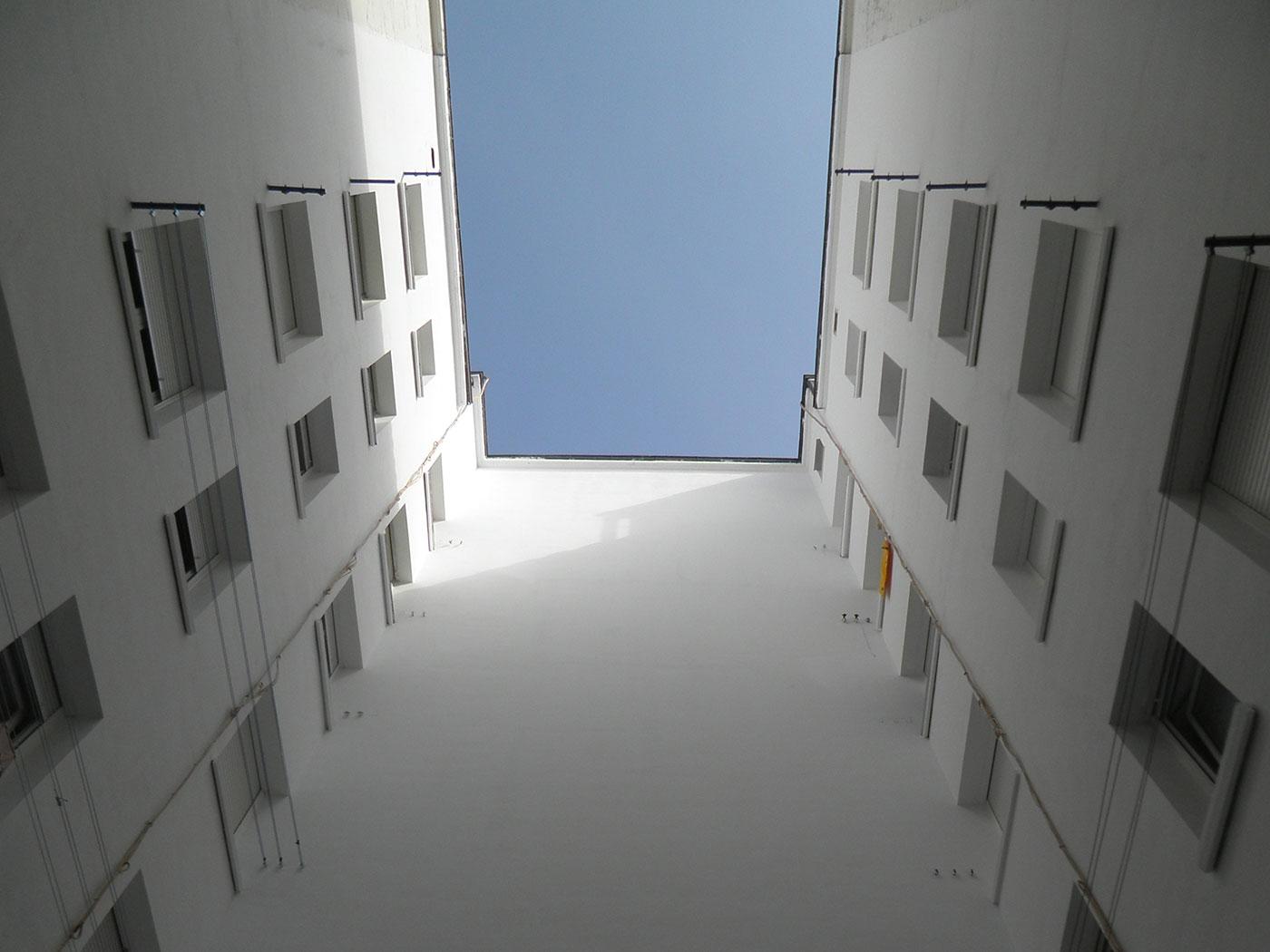 Reforma patio interior edificio vitoria despues